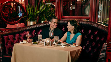 couple dining at 1904 steakhouse at River City Casino